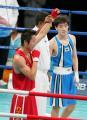 图文:邹市明晋级子拳击48公斤级决赛 宣布获胜