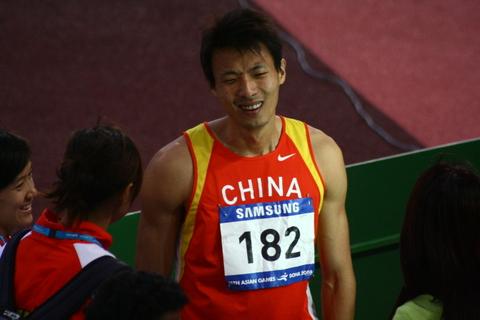 图文:田径男子200米 杨耀祖银牌日本选手夺金