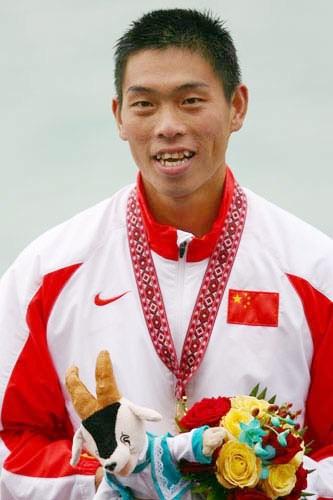 图文:男子1000米单人皮艇决赛 刘海涛夺金微笑