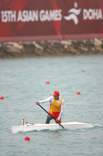 图文:男子1000米单人皮艇决赛 刘海涛在比赛中