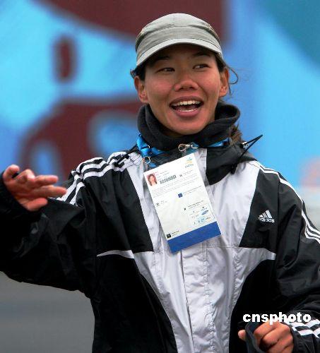 图文:多哈亚运 香港选手陈慧琪帆船夺银也开心