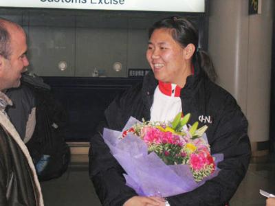 图文:多哈亚运会链球冠军张文秀载誉回国
