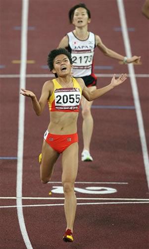 图文:薛飞5000米夺冠 成中国女子中长跑强心剂