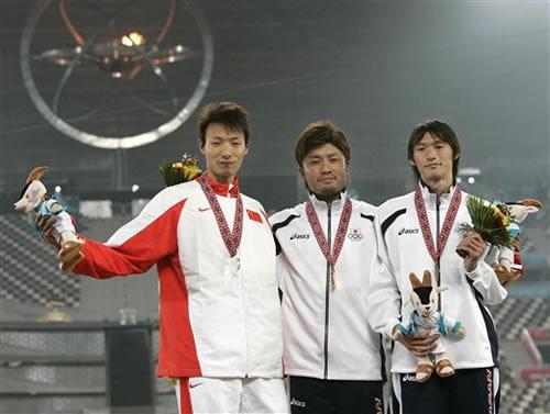 图文:田径男子200米 杨耀祖夺得银牌日本金牌