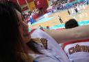 图文:中国女篮战胜韩国队 陈晓莉左臂被抓伤