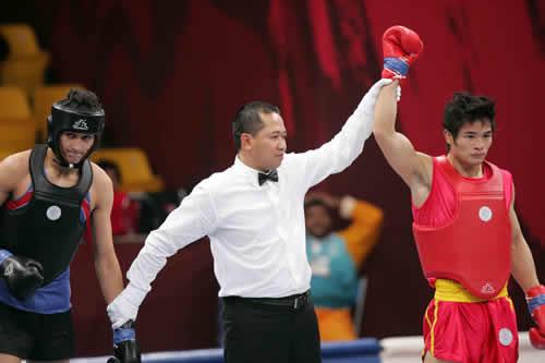 图文:赵光勇晋级散打65kg第二轮 展现夺金实力
