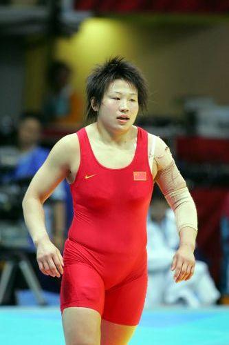 图文:女子72公斤级自由式摔跤 王旭走下赛场