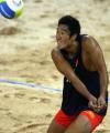 图文:中国包揽男子沙排冠亚军 周顺努力垫球