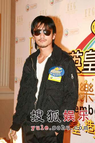 谢霆锋捐款给王菲 将与张柏芝夫妻档演出(图)