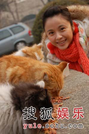杨若兮携手北大动物关爱协会 身体力行为公益