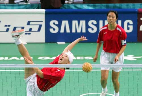 图文:女藤双人赛中国2-0胜菲律宾 身手敏捷