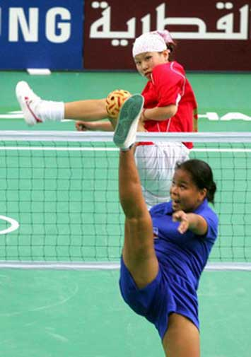 图文:女藤双人赛中国2-0胜菲律宾 选手拦网