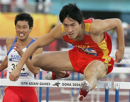 图文:男子110米栏刘翔13秒15夺金 轻松破纪录