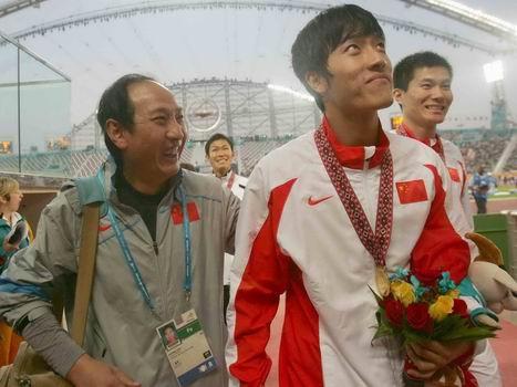 图文:男子110米栏中国包揽金银 教练喜对刘翔