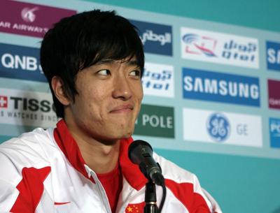 图文:夺冠赛后发布会怪态百出 刘翔逗笑众记者