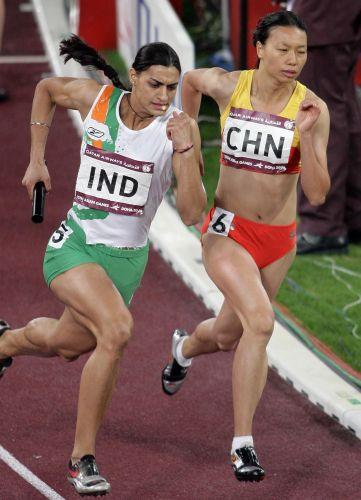 图文:女子4x400米接力决赛 被印度队超越