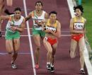 图文:女子4x400米接力决赛 中国顺利完成交接棒