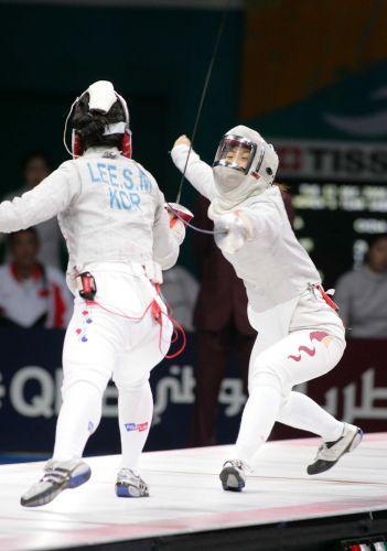 图文:亚运女子佩剑团体决赛 谭雪反击得手