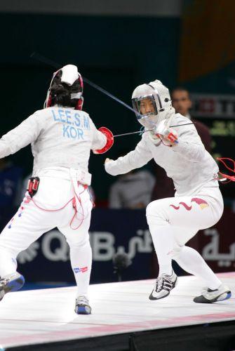 图文:亚运女子佩剑团体决赛 谭雪开始进攻