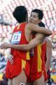图文:刘翔史冬鹏包揽110米栏冠亚军 互相祝贺