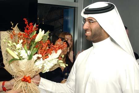 卡塔尔公务员意外得奖 被三星超薄手机砸中(图)