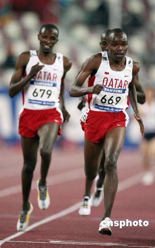 图文:男子5000米卡塔尔选手获金牌 黑旋风来袭