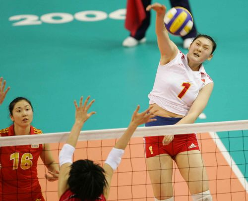 图文:中国获亚运女排冠军 王一梅扣球瞬间