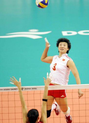 图文:中国获亚运女排冠军 杨昊准备扣球