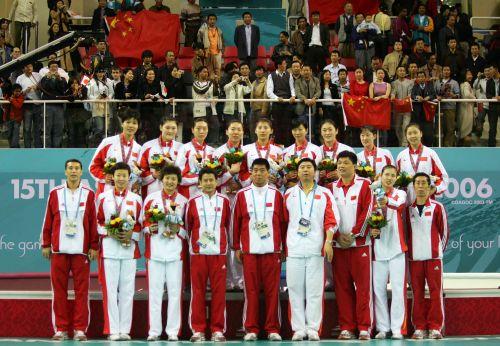 图文:中国获亚运女排冠军 中国女排全家福