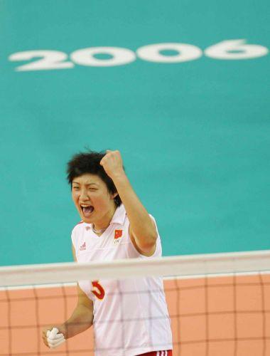 图文:中国女排逆转日本夺金牌 杨昊庆祝得分