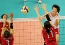 图文:女排逆转日本夺冠 中国队大力扣球得分