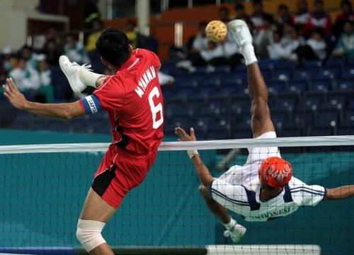 图文:藤球女子二人赛中国2-0菲律宾-网前攻防