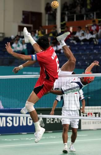 图文:藤球女子二人赛中国2-0菲律宾-网前倒钩