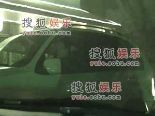 刘嘉玲赵薇擦肩过 天后团秘密访王菲豪宅(图)