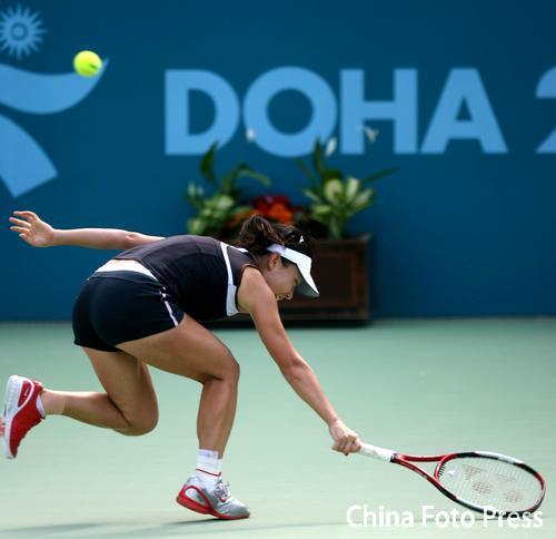 图文:网球女子单打决赛 郑洁2-1击败米尔扎