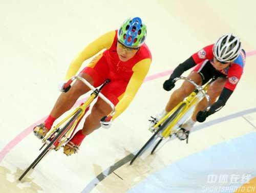 图文:宫金杰晋级女子个人追逐赛决赛 领先一步