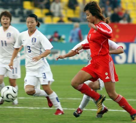 图文:06年亚运中国足球收官大战 女足血拼韩国