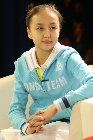 图文:体操小将做客华奥-搜狐 庞盼盼思考
