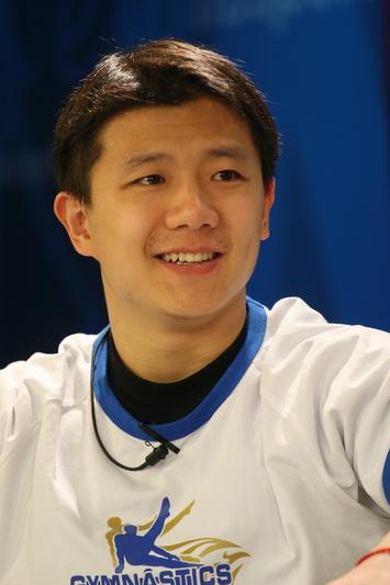 图文:体操小将做客华奥-搜狐 陈一冰的微笑