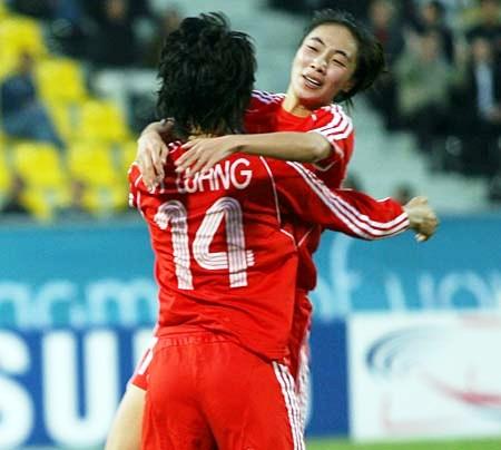 亚运-王坤头顶脚踢两度建功 中国2-0韩国获铜牌