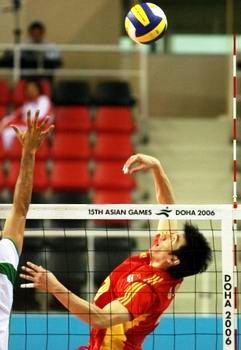 图文:中国男排险胜沙特晋级决赛 高点重扣