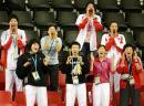 图文:中国男排苦战晋级决赛 女排姑娘现场助威