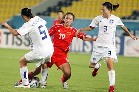 图文:女足胜韩国夺亚运铜牌 前后夹击曲飞飞