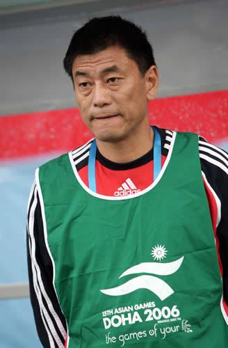 图文:女足胜韩国夺亚运会铜牌 主教练马良行