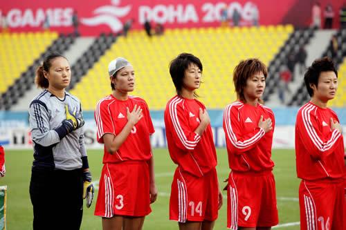 图文:女足胜韩国夺亚运铜牌 赛前奏中国国歌