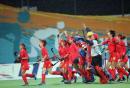 图文:中国女曲卫冕亚运冠军 赛后感谢球迷