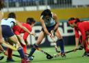 图文:中国女曲卫冕亚运冠军 双方积极拼抢