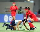 图文:中国女曲卫冕亚运冠军 中国队员晃倒对手