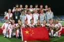 图文:中国女曲卫冕亚运冠军 中国女曲全家福