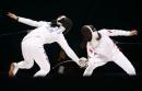 图文:中国获女子重剑团体冠军 纠缠在一起